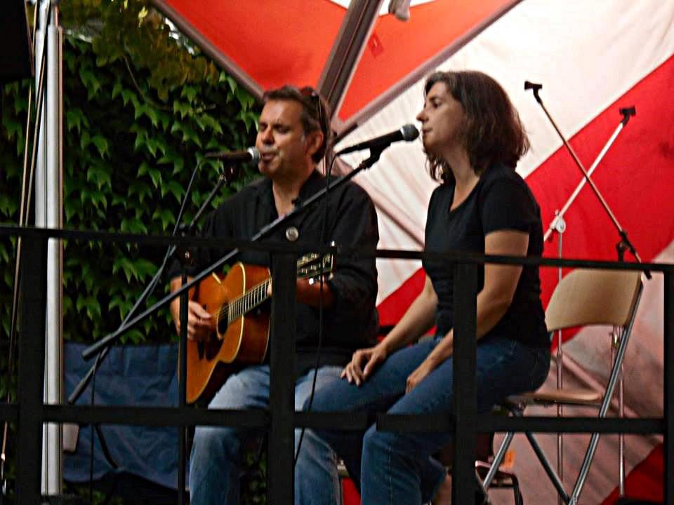 Biber Herrmann mit Gitarre und Anja Sachs live beim Jazzfestival Idstein
