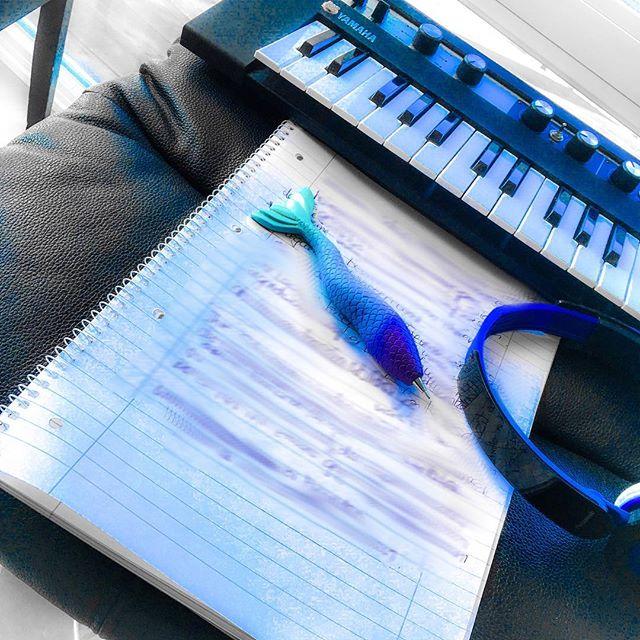 Kleines Keyboard mit Schreibblock